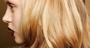 Einfaches Half-Up-Frisur-Tutorial, das jeder machen kann