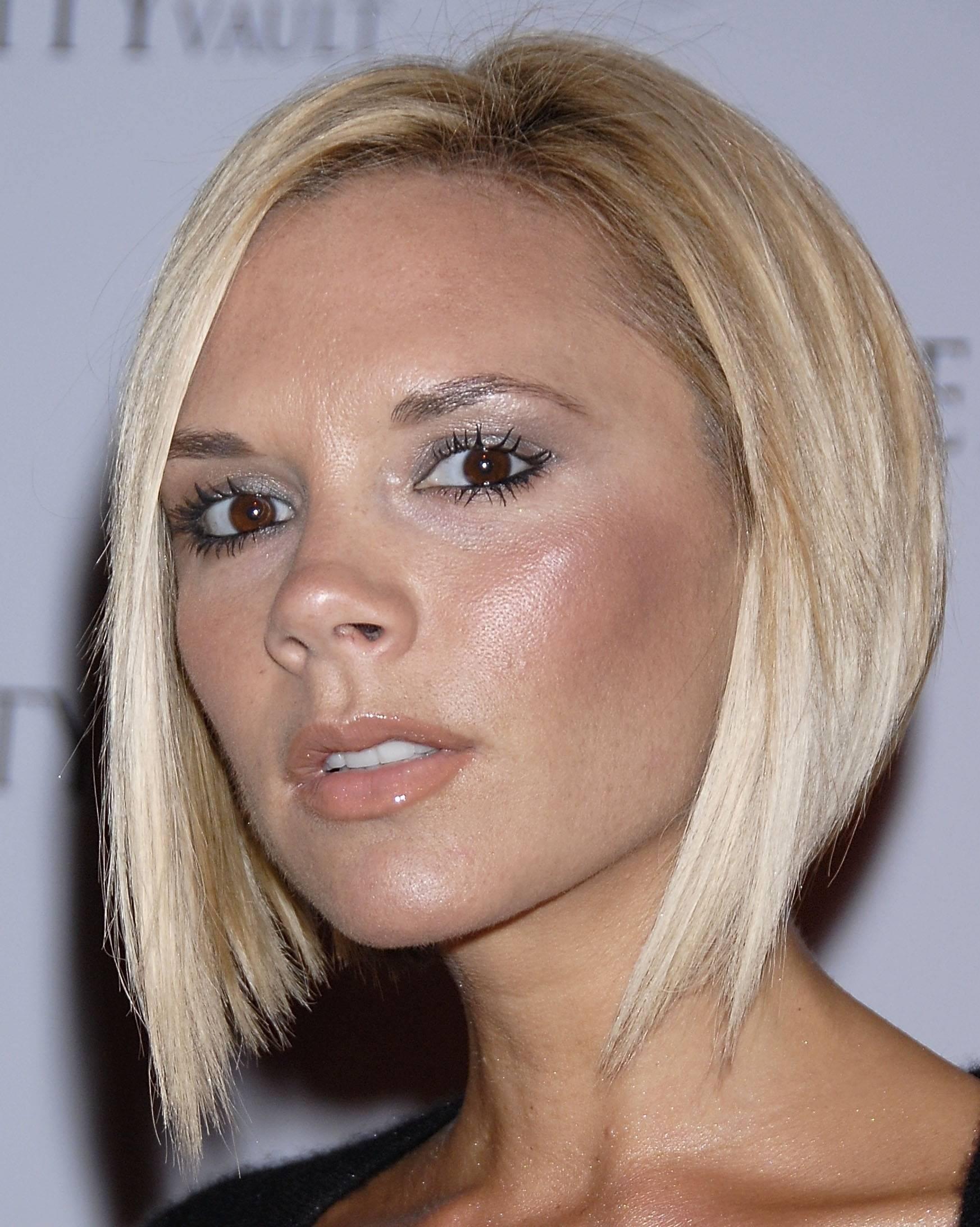 32 Exquisite kurze blonde Frisuren für Frauen