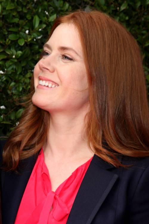 15 schicke mittlere und lange rote Frisuren und Haarschnitte
