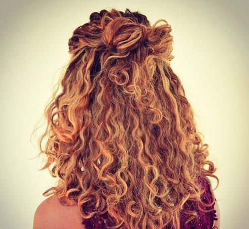 Schicke Frisuren für dickes und welliges Haar