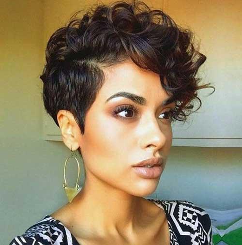25 Fantastische und neueste kurze Haarschnitte für lockiges Haar