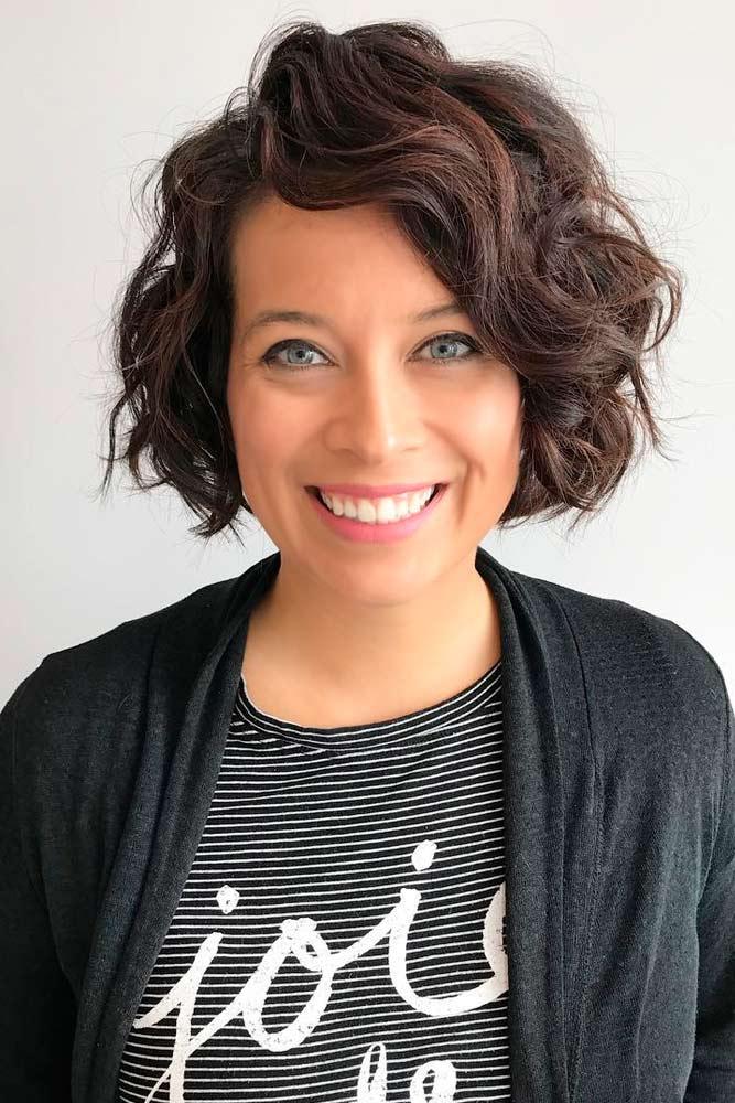 30 einfache Frisuren für Frauen über 50