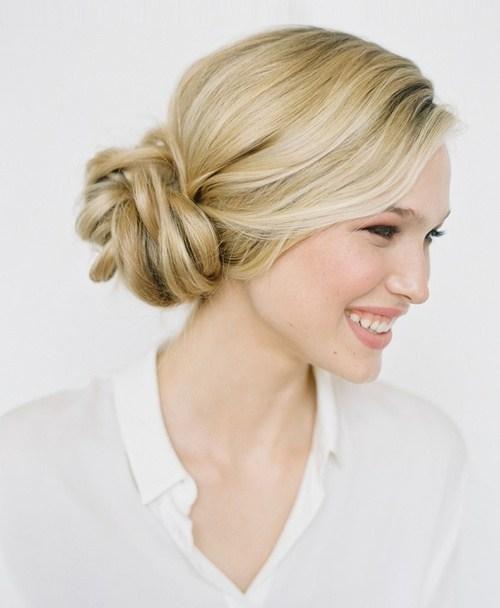 22 attraktivsten Brötchen Hochsteckfrisuren für wunderschöne Frauen