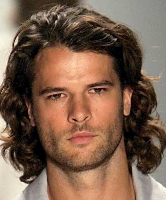 Männer Haarschnitte für lockiges Haar - 5 ausgezeichnete stilvolle Bilder