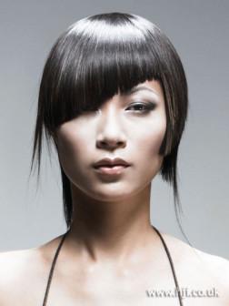 Neue asymmetrische Frisuren