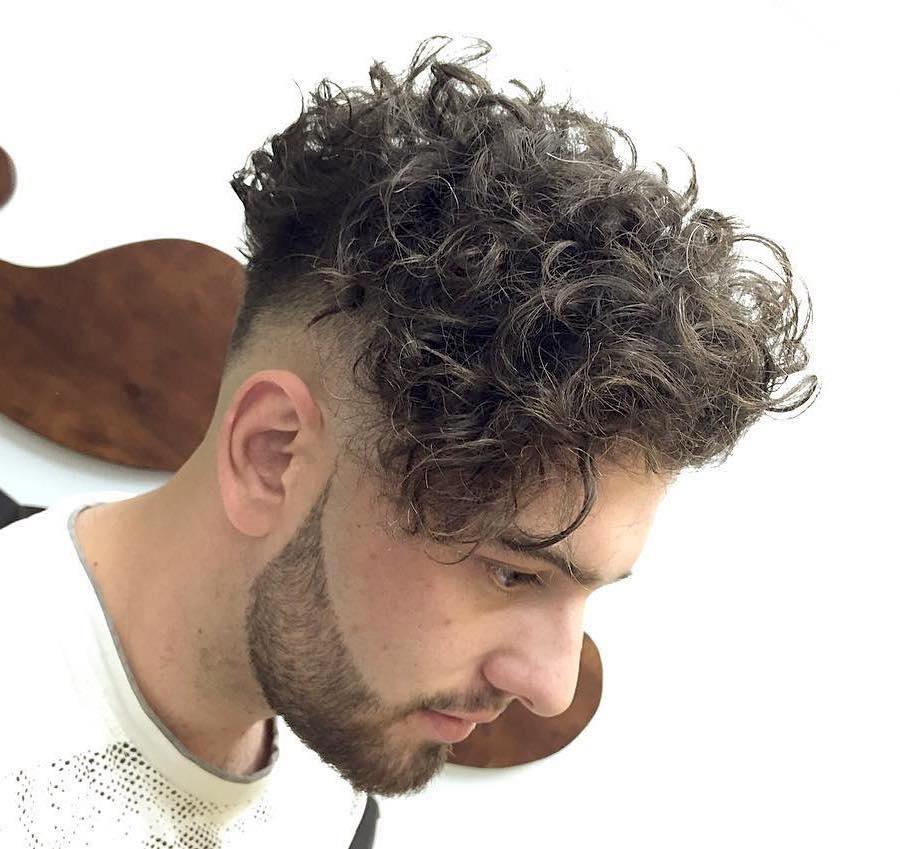 25 Mens Frisur für lockiges Haar zu sehen faszinierend