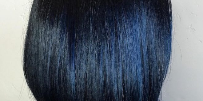 Blue Black Hair: Wie man es richtig macht