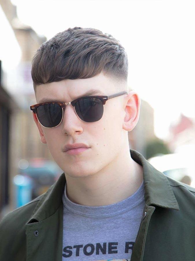 22 Herrenfrisuren mit Brille, um cool und stylish aussehen