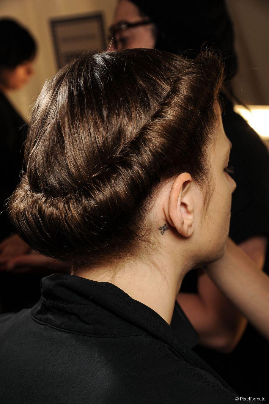 Hochgerolltes Stirnband Hochsteckfrisur - lassen Sie das Zubehör die Arbeit machen!