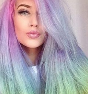 Match: Voller Rainbow Hair gegen Tie Dyed Tips