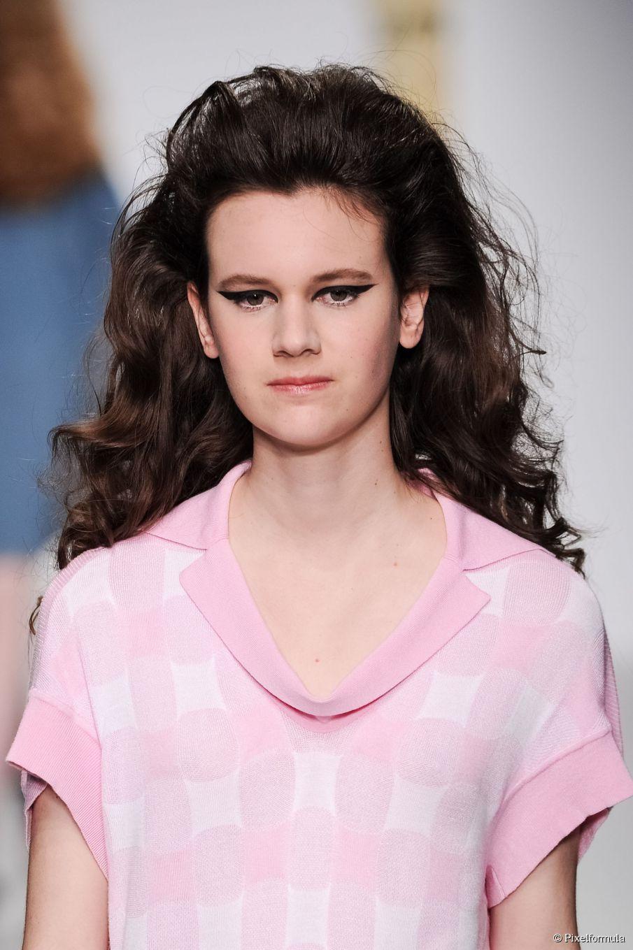 Machen Sie den Twist: Nacht Frisuren für lockiges Haar