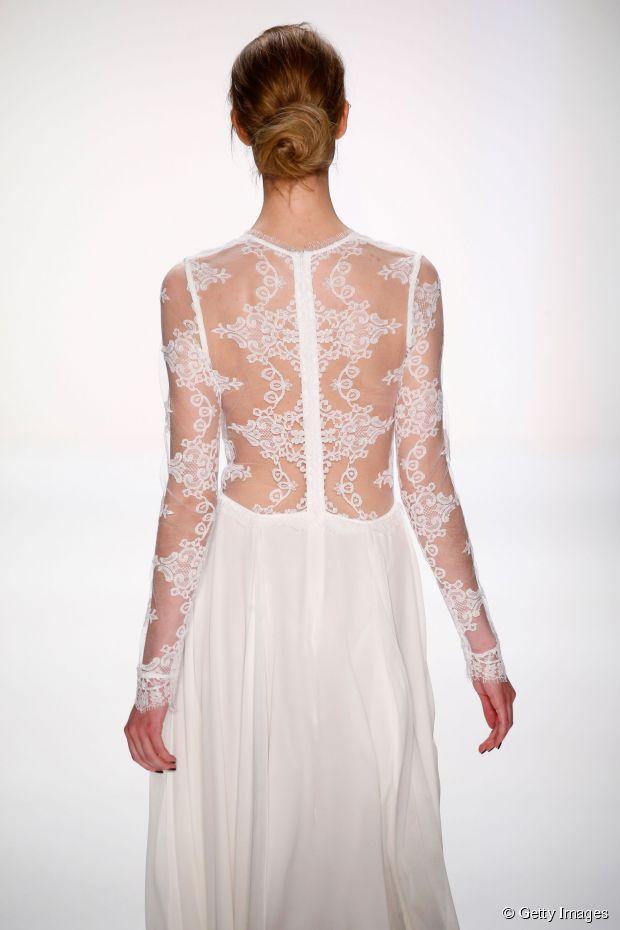 Elegantes Hochzeitsfrisur-Tutorial: strukturiertes niedriges Brötchen