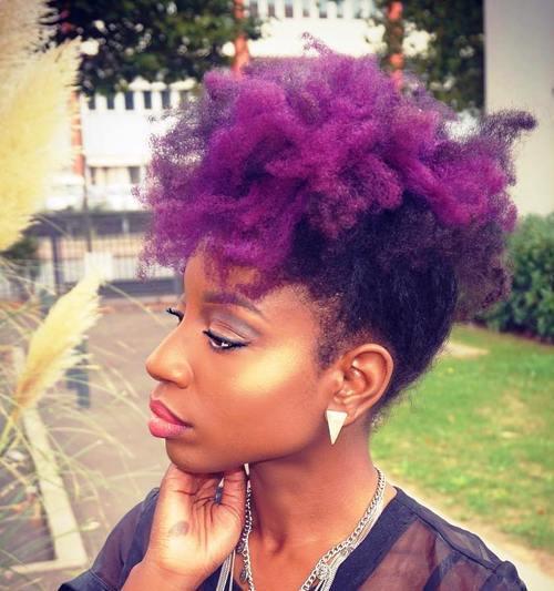 Spaß, Fantasie und einfache natürliche Haar-Mohikaner-Frisuren
