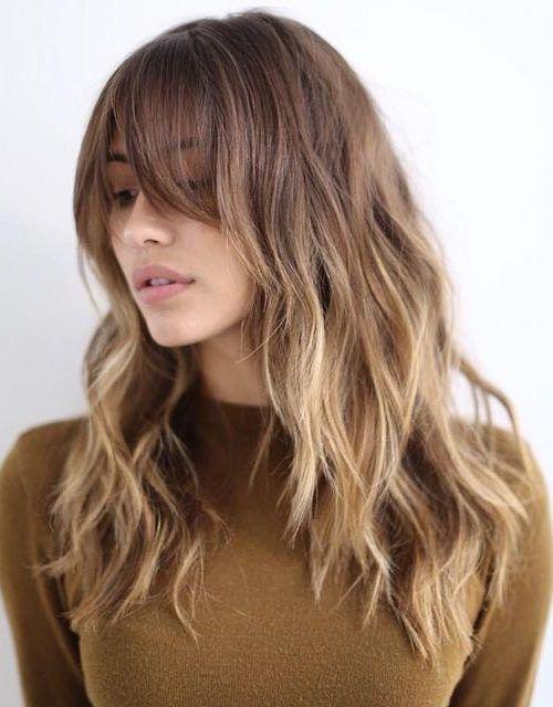 32 glamouröse lange Haarschnitte mit Pony für Frauen