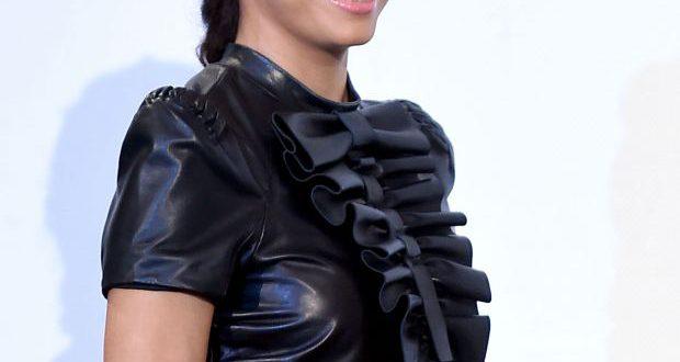Eva Longoria Haar Tutorial: Holen Sie sich ihren windgepeitschten Zopf