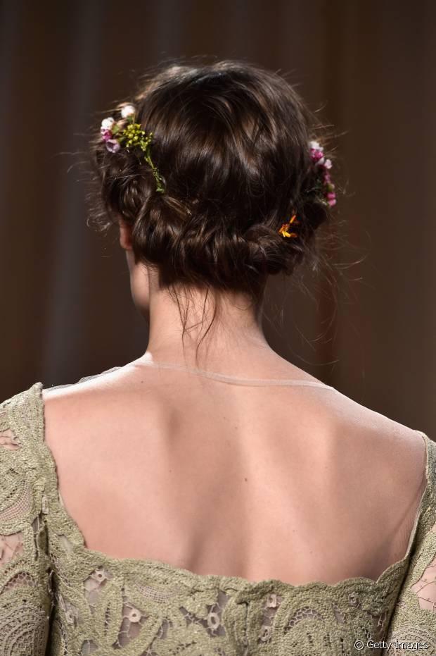 10 Party Frisuren mit Zubehör für alle Haarlängen