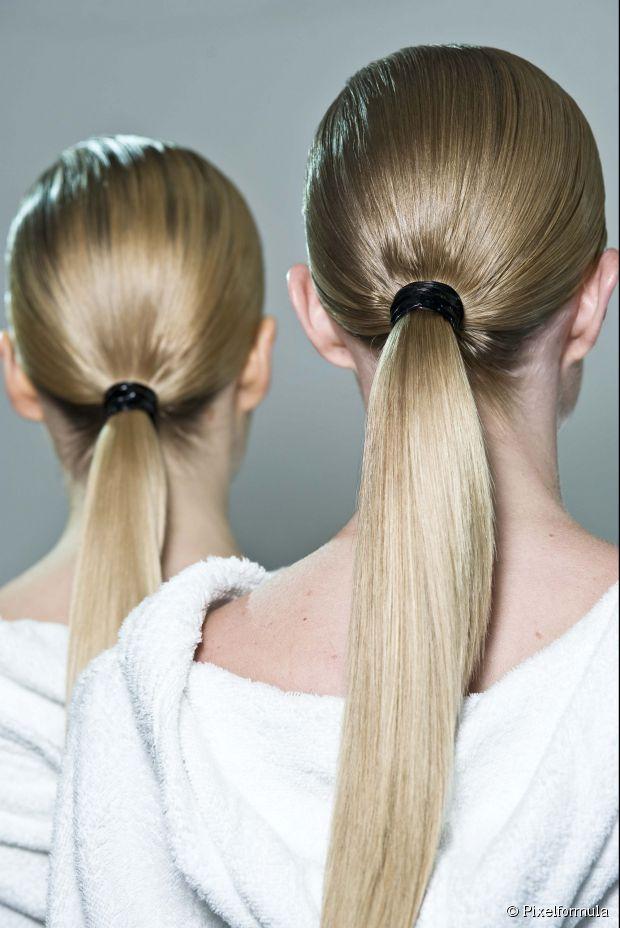 Langer Haartrend des Frühlinges Neu: niedrige Pferdeschwänze