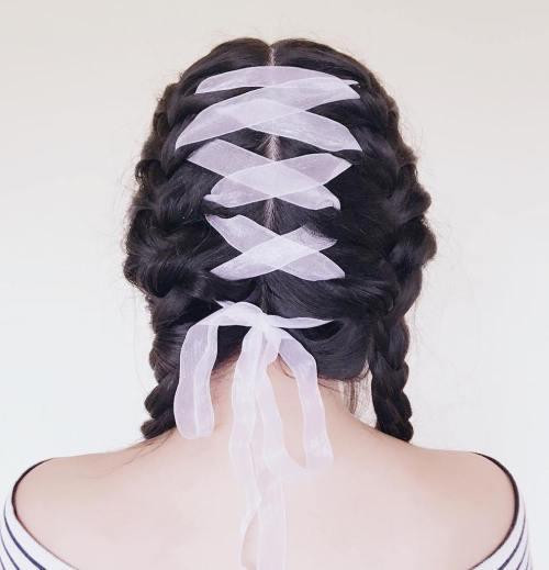 Korsett Braid Hair Trend ist das Beste für Party-Saison