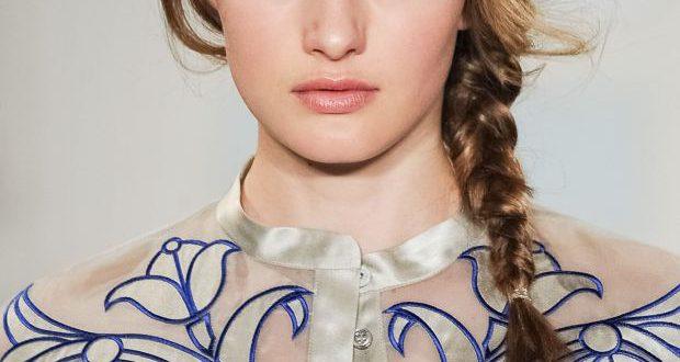 Easy Side Braid Tutorial für mittellanges Haar
