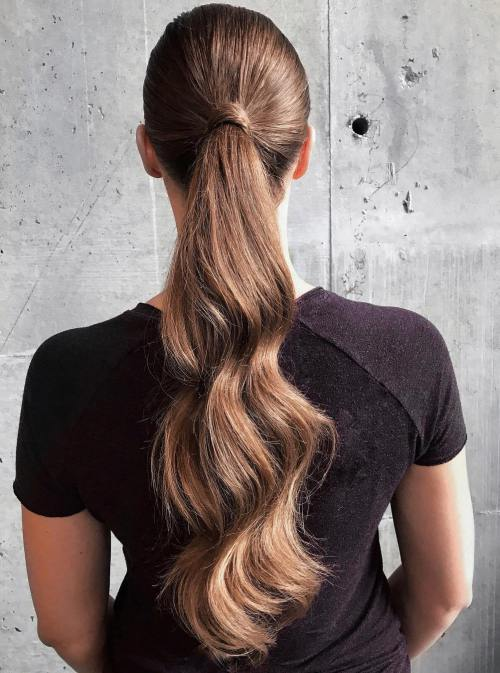 12 richtige Möglichkeiten, Bobby Pins in Ihre Frisuren zu verwenden