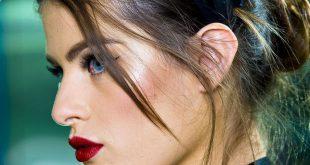 Party Frisur Tutorial: Wie man eine Alice Band rockt