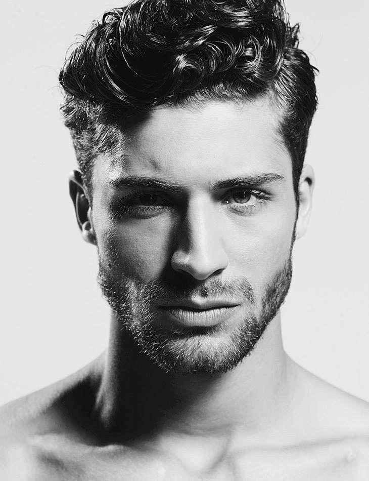 18 lockige Frisuren für Männer charismatisch aussehen