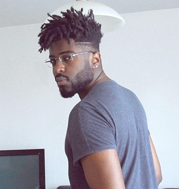 6 besten lockigen High Top Fade Haarschnitte für Männer
