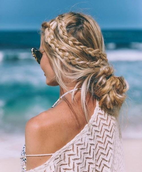20 inspirierende Strand-Haar-Ideen für schöne Ferien