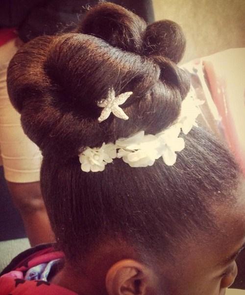 20 makellose Blumenmädchen Frisuren