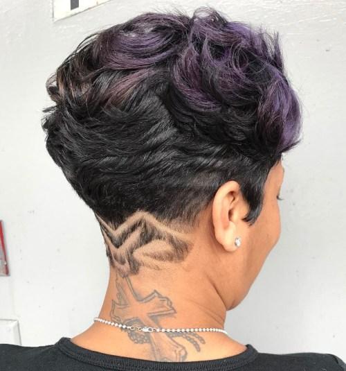 20 Bold and Daring nimmt den rasierten Pixie Cut