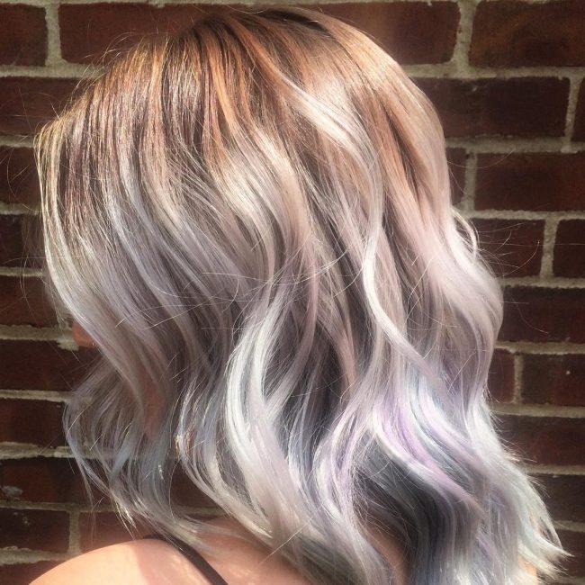 Hellpurpurne Haarfarben