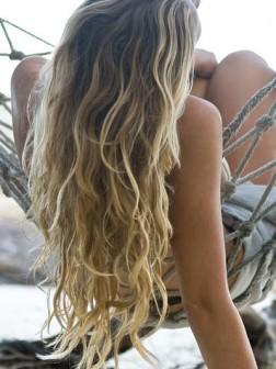 Gewellte Frisur des Sommer-Strand-2014