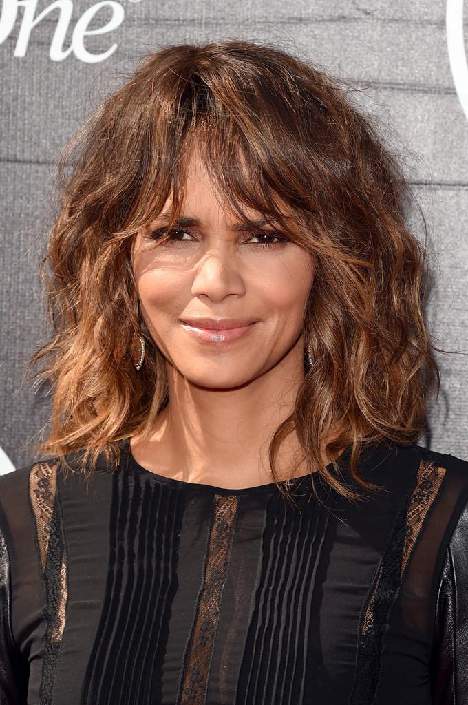 15 besten Frisuren für Frauen über 50 mit feinem Haar