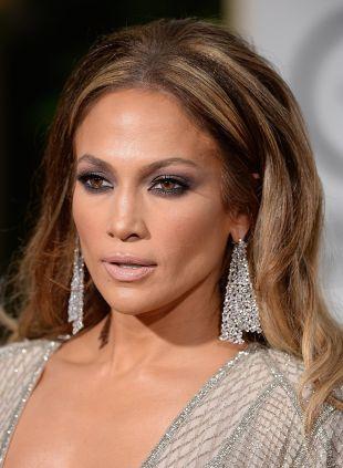 Jennifer Lopez Golden Globes Hochsteckfrisur gegen Retro-Frisur