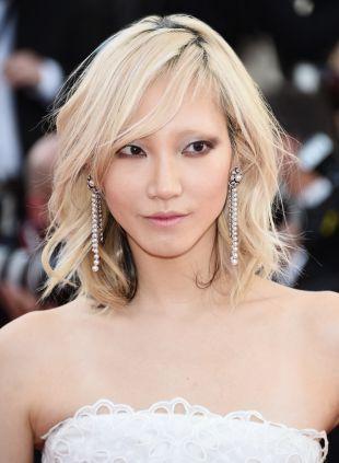 Die lange Bob-Frisur von Soo Joo Park: straight vs. wellig