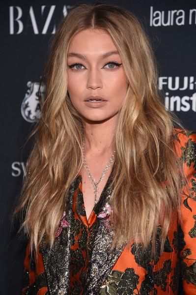 25 am heißesten aussehende lange Frisuren für Frauen