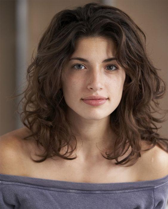 25 am heißesten aussehende mittlere wellige Frisuren für Frauen
