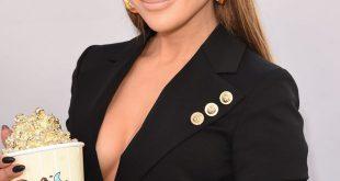 Wie man glattes Haar mit Jennifer Lopez glatt hält