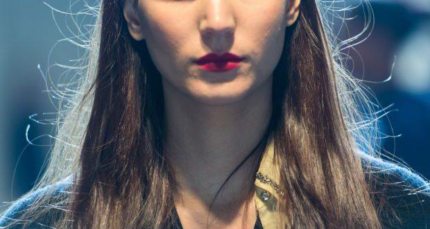 Zurück zu den Basics: Glamour mit glattem Haar