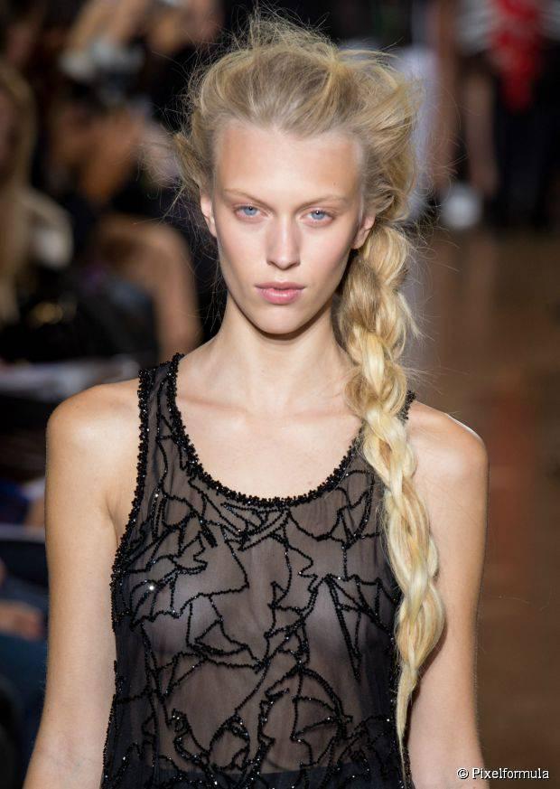 12 schöne geflochtene Frisuren für Frauen