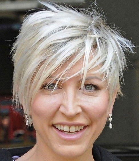 30 heißesten Short Layered Frisuren für Frauen über 50