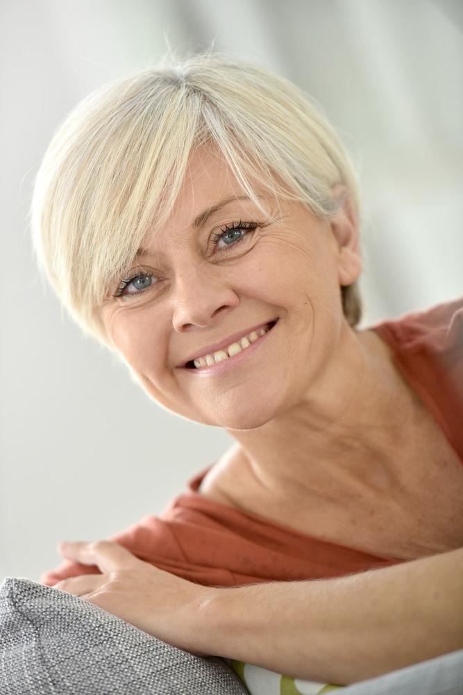 18 Subtile Kurzhaarfrisuren für Frauen über 50