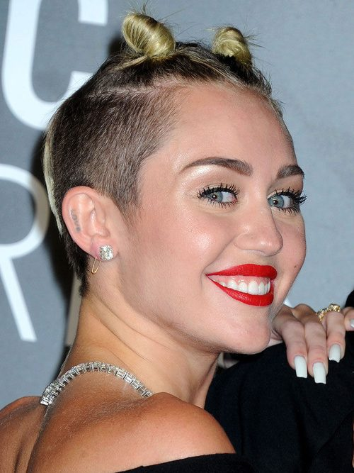 Miley Cyrus Haarschnitte und Frisuren