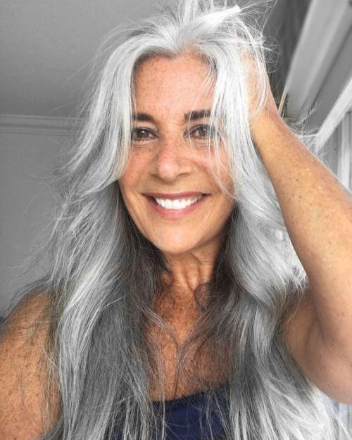 Warum ältere Frauen ihre Haare schneiden und warum Sie nicht müssen