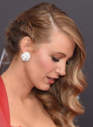 Night-Out-Frisuren: Blake Lively's Glamour-Wellen gegen ausgefallene Hochsteckfrisur