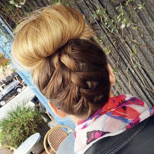 40 unordentliche Brötchen Frisuren, um Ihren Casual Look zu aktualisieren
