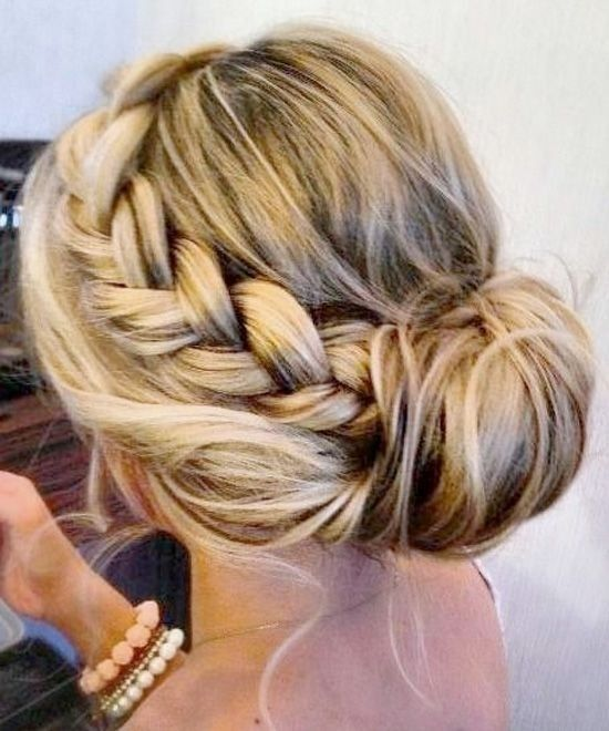 23 elegantesten und stilvollen Brautjungfer Frisuren