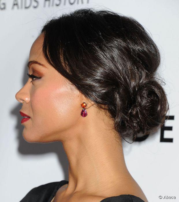 Holen Sie sich L'Oreal Paris Spokesmodel Zoe Saldana schicke roten Teppich Hochsteckfrisur