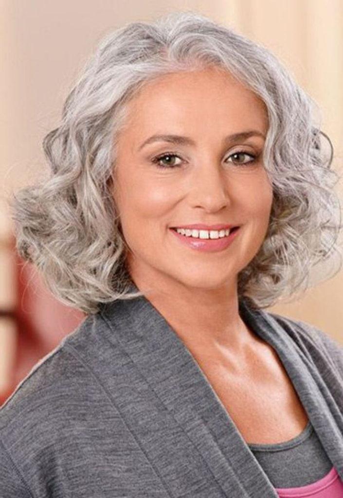 15 Frisuren für Frauen über 50 mit runden Gesichtern
