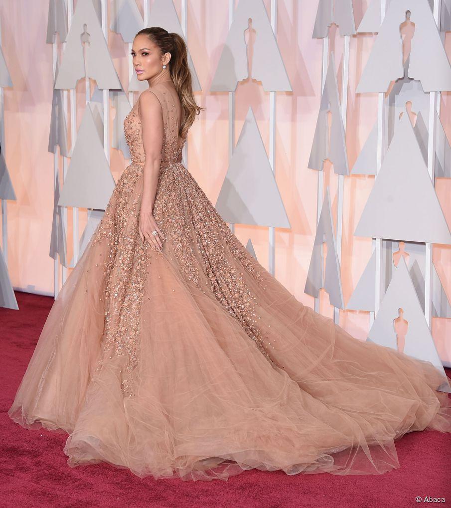 Einfache lange Frisuren: Jennifer Lopez Glam Pferdeschwanz